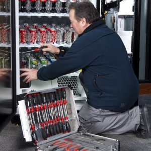 nav_2011881__resolving_an_issue_with_cold_drinks_machine